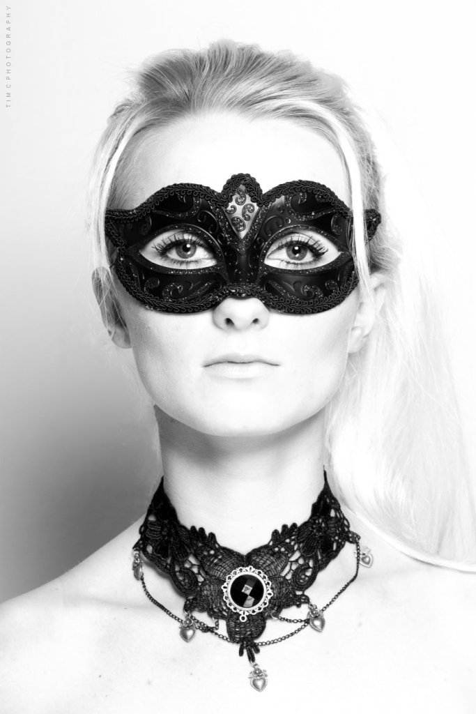 Lady wearing masque